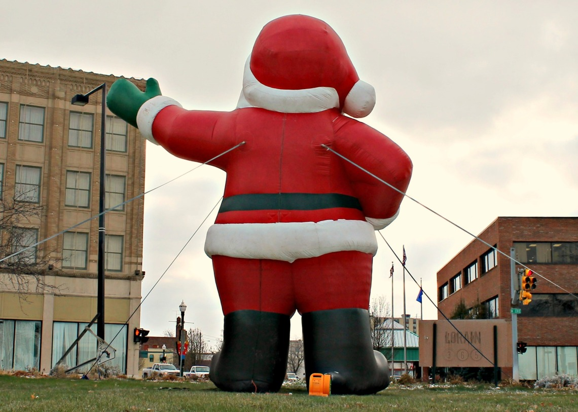 santa supports downtown wm