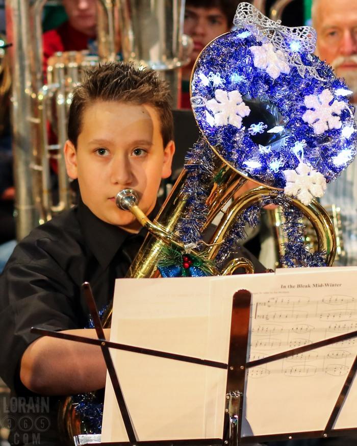Tuba Christmas Lorain 121315-005