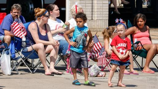 parade spectators 04