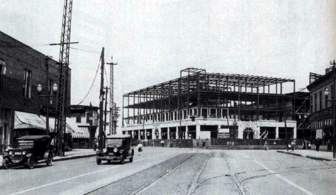Broadway_Building_1925_being_built_2000_x_1165